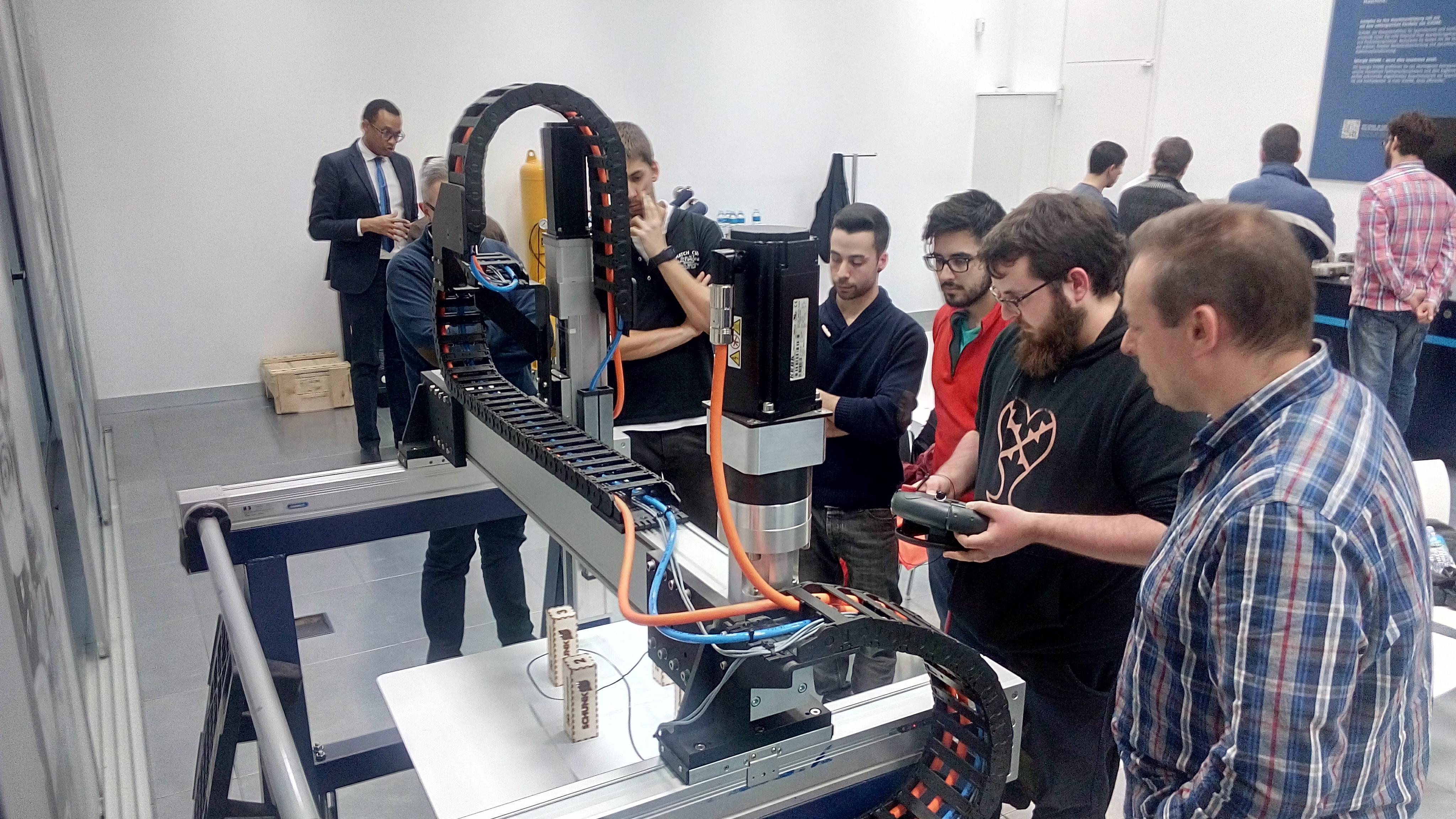 Els alumnes de 2n de cicles superior de mecatrònica industrial han anat a la sessió de formació ofertada per Schunk