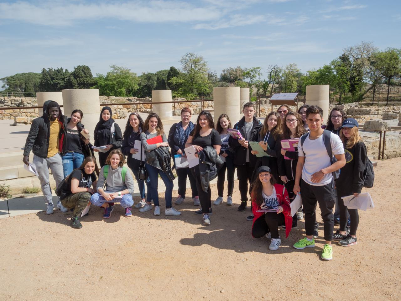 Els alumnes de 1r ESO i  1r de batxillerat van de sortida a Empúries