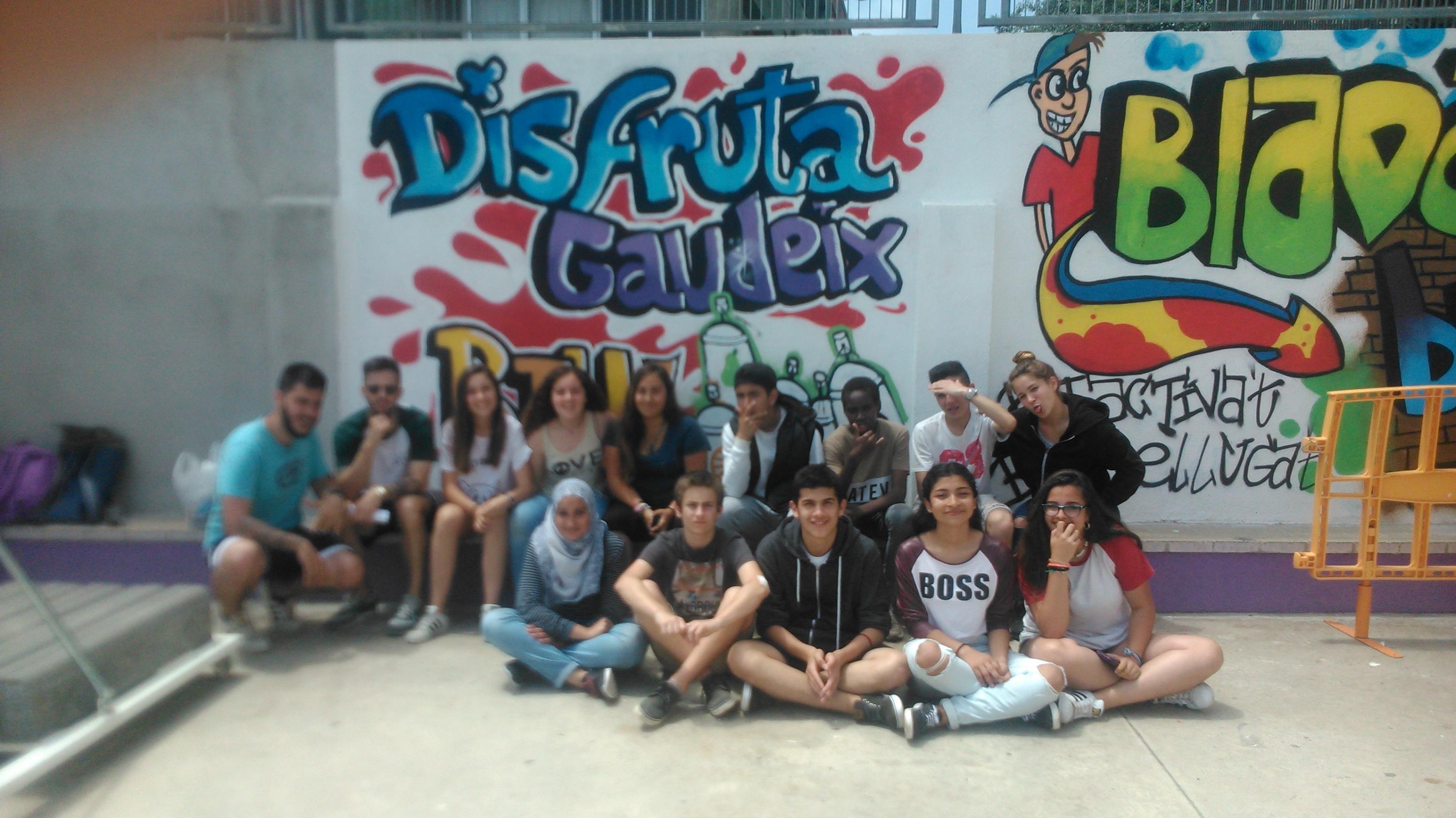 Hem pintat un altre grafiti al pati!