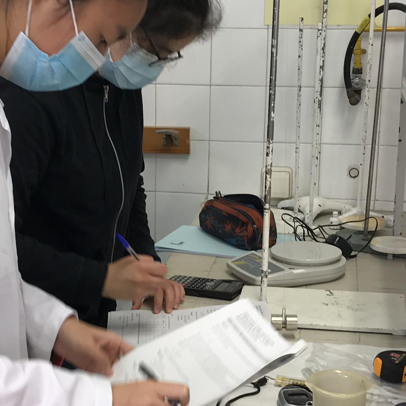Fem física al laboratori!