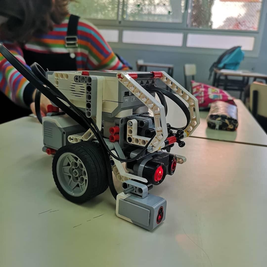 Taller de robòtica a les jornades del Biatec
